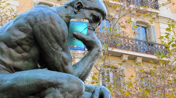 the thinker statue with a cell phone 124371